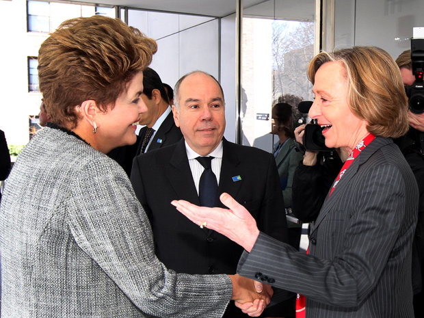 Presidenta Dilma Rousseff com Susan Hockfield, presidenta do Massachussets Institute of Technology (MIT), em Boston (Foto: Roberto Stuckert Filho / Presidência)