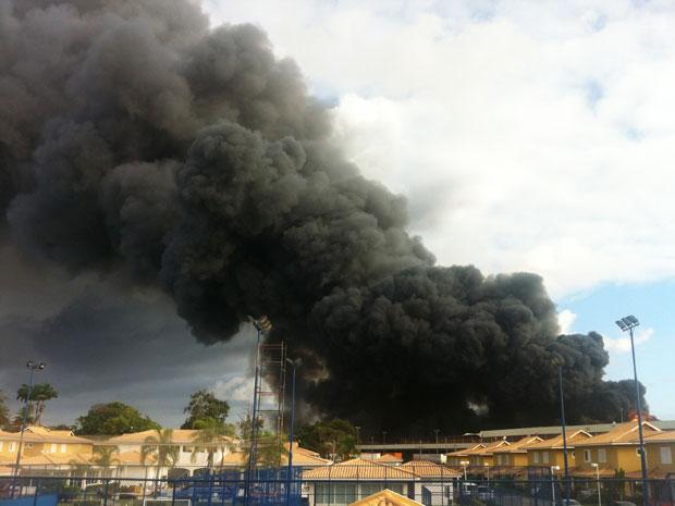 Incêndio na Estrada do Coco (Foto: Lázaro Bernardes/Arquivo Pessoal)