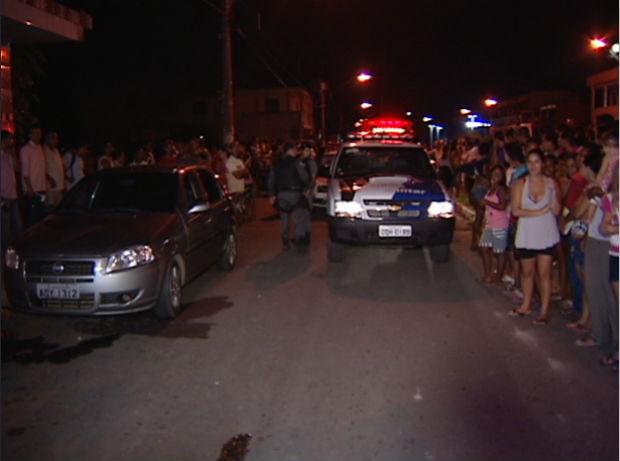 Jovem é morto com 11 tiros na Serra (Foto: Reprodução/TV Gazeta)
