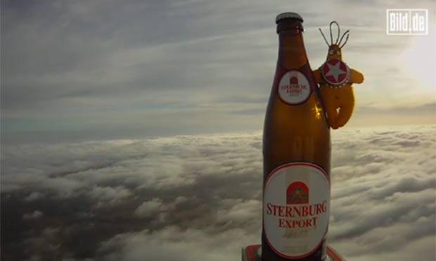 Estudantes enviaram garrafa de cerveja a 31 mil metros de altitude. (Foto: Reprodução/Bild)