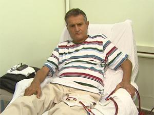 O aposentado Eduardo Crespo foi contaminado com a hepatite C há 23 anos (Foto: Reprodução/EPTV)
