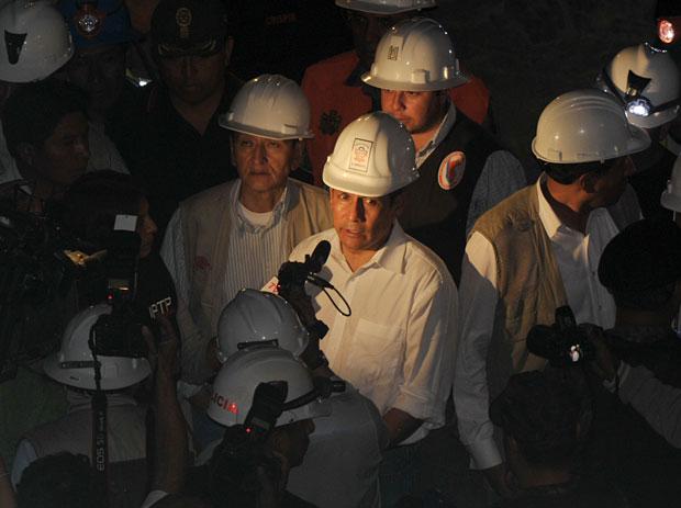 O presidente Ollanta Humala fala à imprensa na noite de terça-feira (10) (Foto: Cris Bouroncle/AFP)