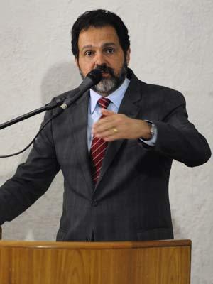 O governador Agnelo Queiroz em evento na noite desta terça-feira (10) em Brasília (Foto: Roberto Barroso/Agência Brasília)