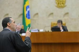 O advogado Luís Roberto Barroso, que defendeu a liberação do aborto no caso de anencefalia (ausência de cérebro) (Foto: Elza Fiúza / Agência Brasil)