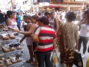 Mais de 800 lojas do comércio de Sorocaba, SP, participam do evento (Foto: Reprodução TV Tem)
