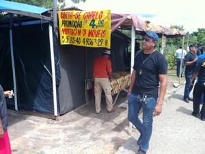 Fiscais encontraram barraco que servia de moradia e bar (Foto: Carlos Eduardo Matos/G1 AM)