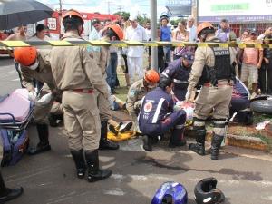 Militares do Corpo de Bombeiros e médicos do Samu prestaram socorro às vítimas (Foto: Divulgação/Corpo de Bombeiros)