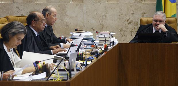 Ministros do Supremo e procurador geral da República durante julgamento sobre aborto de feto sem cérebro  (Foto: Gervásio Baptista/SCO/STF)