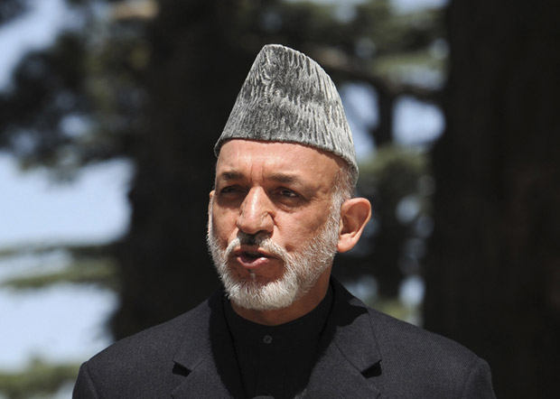 O presidente do Afeganistão,Hamid Karzai, durante entrevista nesta quinta-feira (12) em Cabul (Foto: AP)