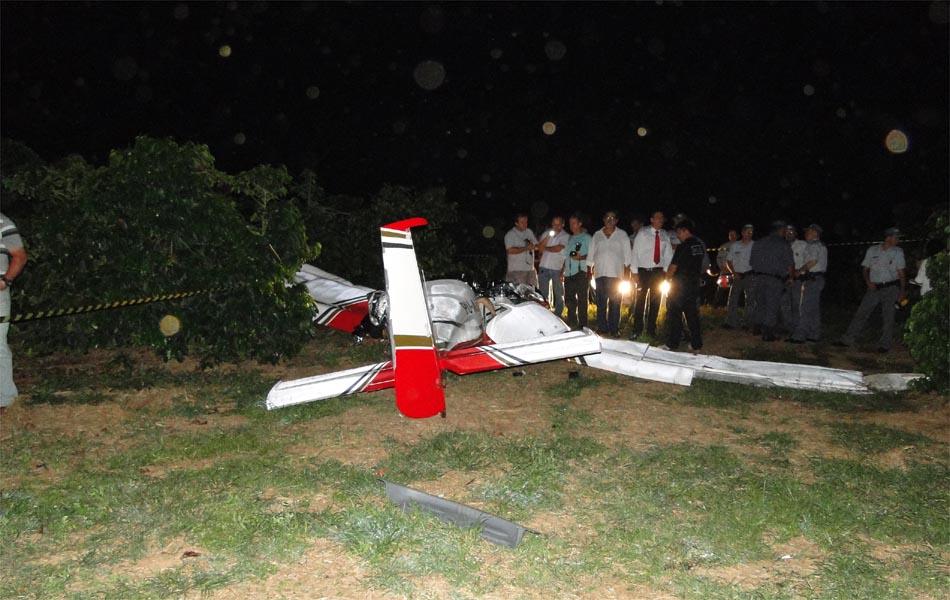 Ultraleve caiu em um cafezal de Franca matando um piloto e um empresário.
