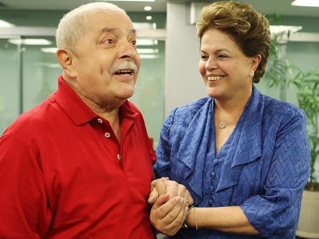 O ex-presidente Luiz Inácio Lula da Silva e a presidente Dilma Rousseff, durante encontro na sede do Banco do Brasil em São Paulo, onde fica o escritório da Presidência. Segundo informou a assessoria do Instituto Lula, o encontro durou 2 horas e 40 minutos. O tema da conversa, que não constou da agenda oficial da presidente, não foi informado. (Foto: Ricardo Stuckert/Instituto Lula)
