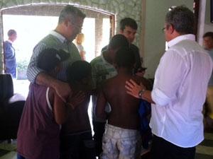 O ministro da Saúde, Alexandre Padilha, visitou centro para dependentes químicos no Rio (Foto: Rodrigo Vianna/G1)
