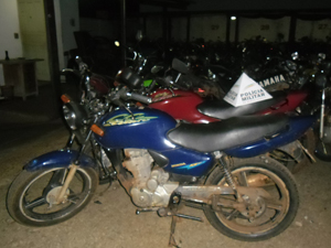 Três motos roubadas foram localizadas pela PM (Foto: Polícia Militar/Ituiutaba)