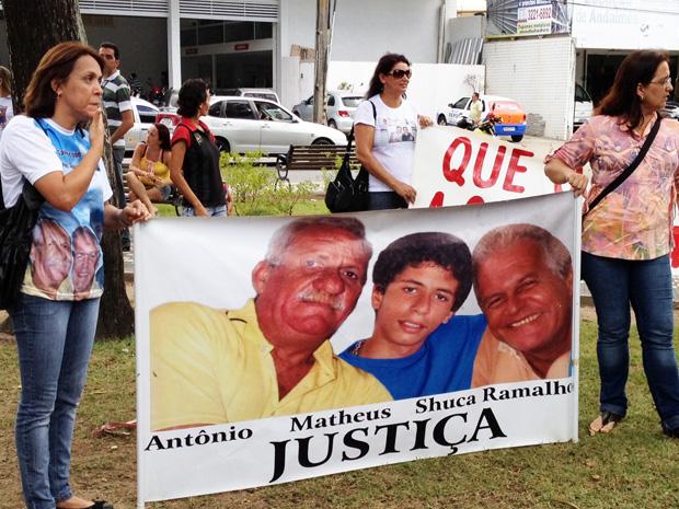 Parentes de vítimas de homicídios realizam protesto em João Pessoa (Foto: Walter Paparazzo/G1)