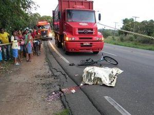 Ciclista morre atropelado por caminhão na BR 101 em Estância, SE (Foto: Reprodução/Gazeta de Estância)