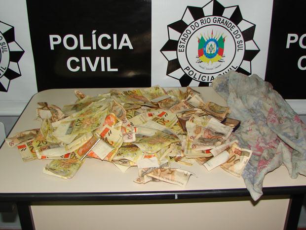 Dinheiro roubado de banco é recuperado pela polícia em Itaqui (Foto: Divulgação/Polícia Civil)