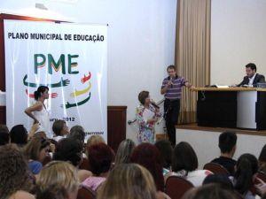 Conferência discute Plano Municipal de Educação.  (Foto: Divulgação/ Priscila Medeiros)