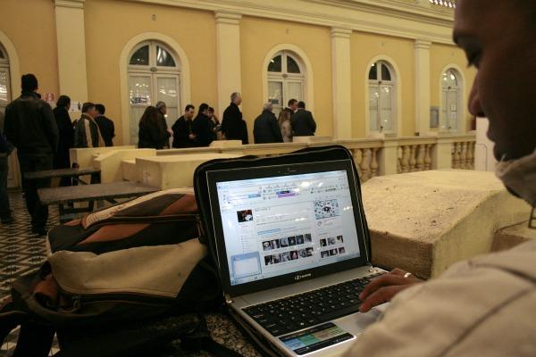 Mercado Público está entre os locais com acesso à internet livre e gratuita (Foto: Luciano Lanes / PMPA)