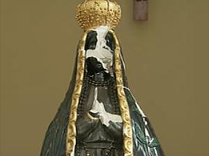 Imagem de Nossa Senhora que foi apedrejada em Serra Azul, SP (Foto: Reprodução/EPTV)