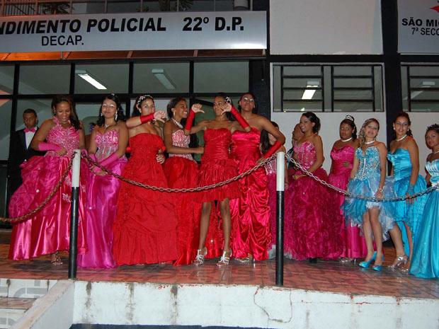 Alunas que iriam participar de baile de formatura prestaram queixa no 22º distrito policial na noite deste sábado (14) (Foto: Helio Torchi/Futura Press)