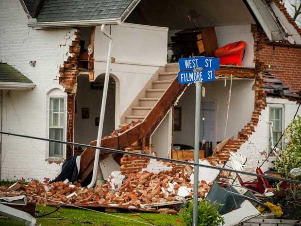 Tornados causaram danos em Thurman, Iowa. (Foto: Eric Francis / AFP Photo)