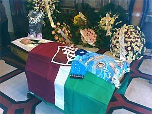 Caixão com o corpo de Paulo Cezar Saraceni (Foto: Bernardo Tabak/G1)