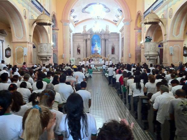 Fiéis lotaram a Catedral Metropolitana de Manaus (Foto: Girlene Medeiros/G1 AM)