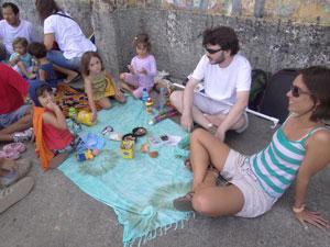 Nina Velasco participou do movimento com o marido e a filha de 4 anos. (Foto: Luna Markman/G1)