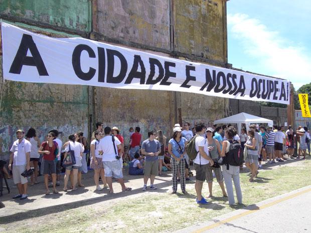 Ocupe Cais José Estelita reúne centenas de pessoas (Foto: Luna Markman/G1)