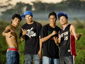 Grupo de índios canta rap na língua nativa (Foto: Divulgação/Cufa)