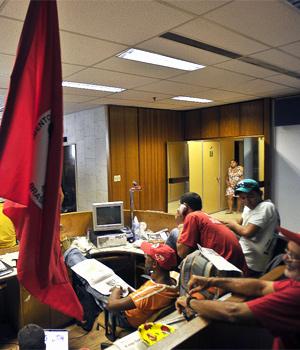 MST ocupa sede do Ministério do Desenvolvimento Agrário (Foto: Marcello Casal / Agência Brasil)