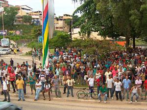 Trabalhadores da Arena Fonte Nova (Foto: Imagem/TV Bahia)