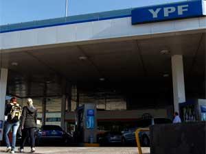 Posto da YPF em Buenos Aires (Foto: Reuters)