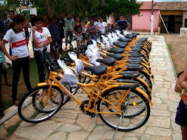 Bicicletas escolares estão sendo entregue desde janeiro deste ano. Crianças que moram em locais de difícil acesso são as principais beneficiadas. (Foto: Prefeitura de Uruoca / Divulgação)