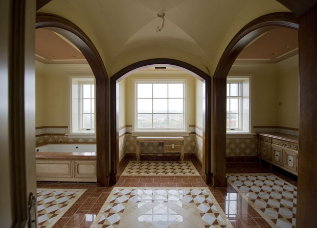 Banheiro da suíte principal (Foto: Lori Shepler/Reuters)