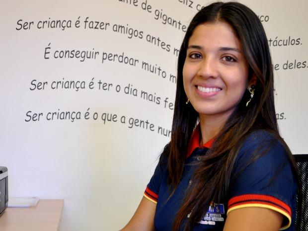 Aline tem 22 anos e é recepcionista na AACC-MS (Foto: Tatiane Queiroz/ G1 MS)