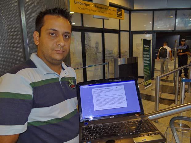 O empresário Henrique Freitas mostra mensagem de erro ao tentar conectar à internet no aeroporto do Recife (Foto: Luna Markman/G1)