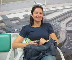 A farmacêutica Karyna Monteiro teve dificuldade em acessar a rede em Congonhas (SP) (Foto: G1)