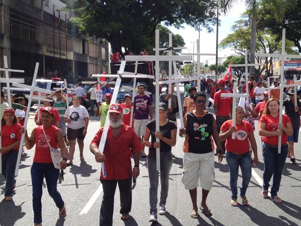 MST faz manifestação em avenida de João Pessoa, Paraíba (Foto: Walter Paparazzo/G1)