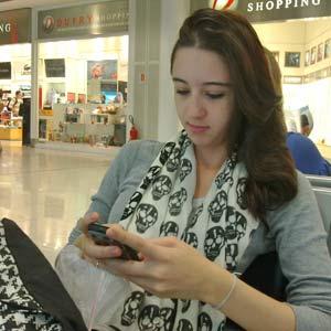 A estudante Laís Furtado não conseguiu usar a internet no Santos Dumont  (Foto: G1)
