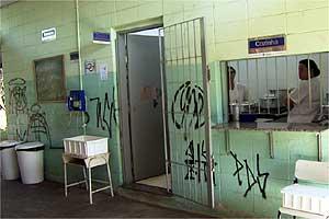 Escola vítima de vandalismo na região de Campinas  (Foto: Reprodução EPTV)