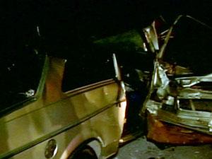 Carro ficou destruído (Foto: Reprodução/ Tv Integração)