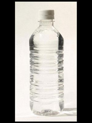 Beber água durante uma prova pode melhorar o desempenho (Foto: BBC)