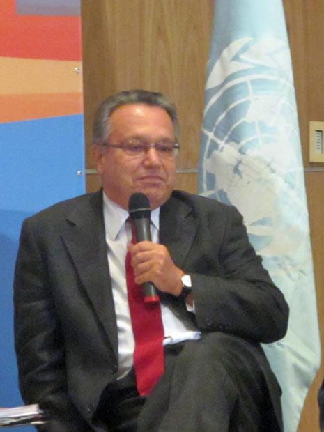 O embaixador brasileiro Flávio Perri, que participou ativamente da Rio 92, diz que documento da Rio+20 precisa de foco para atrair chefes de estado. (Foto: Eduardo Carvalho/Globo Natureza)