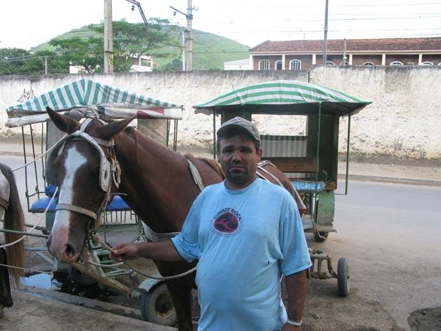 """Ubirajara Nascimento da Silva, o """"Bira"""", é charreteiro há 32 anos (Foto: Daniel Fraiha/G1)"""