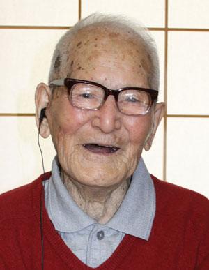 Jiroemon Kimura, durante comemoração de seus 114 anos ainda em 2011, quando foi reconhecido pelo Guinness (Foto: AFP/Kyotango City)