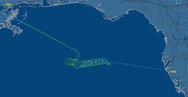 Imagem de radar divulgada pelo site FlightAware.com  mostra o trajeto feito pelo avião desgovernado nesta quinta-feira (19) (Foto: AFP)