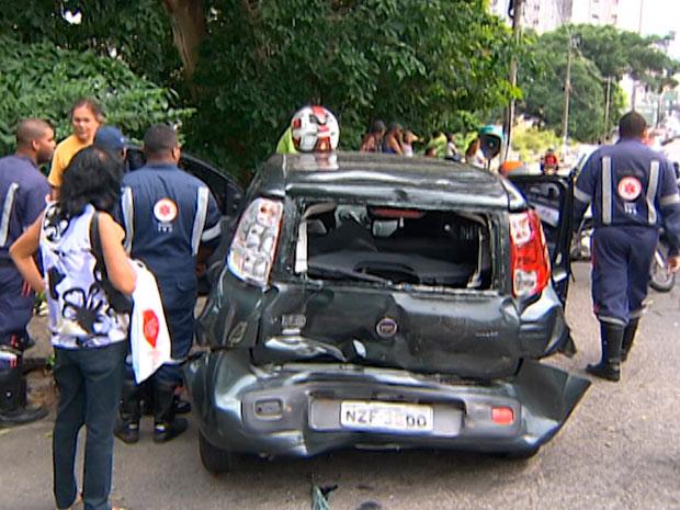 Acidente na Ladeira do Campo Santos (Foto: Reprodução/TV Bahia)