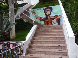 Escadaria recebeu granito e detalhes em notas musicais (Foto: Amanda Monteiro/ G1 ES)