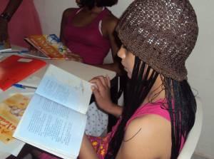 Vítima de Escalpelamento continua estudando em casa de apoio durante o tratamento (Foto: Thaís Rezende)